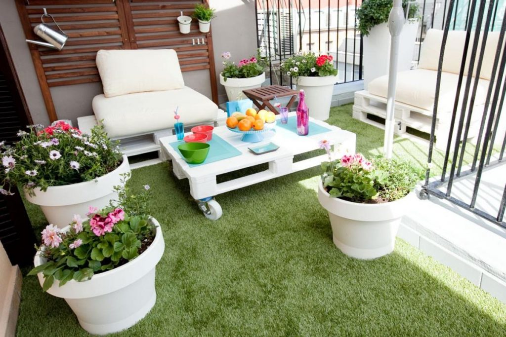 poner cesped artificial terraza atico