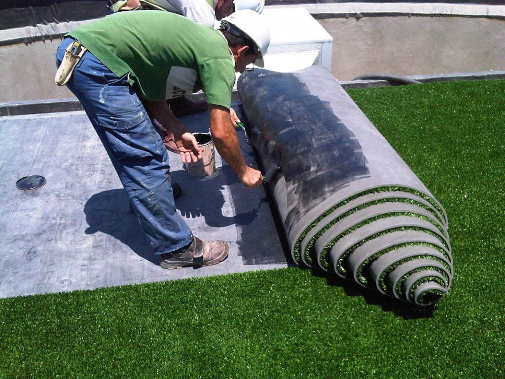 como poner cesped artificial sobre tierra