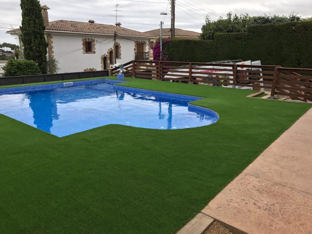 cesped artificial terraza atico piscina