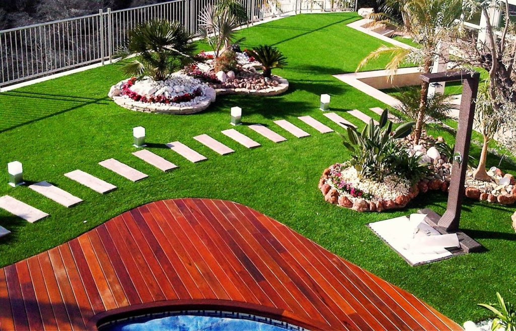 jardines modernos con cesped artificial