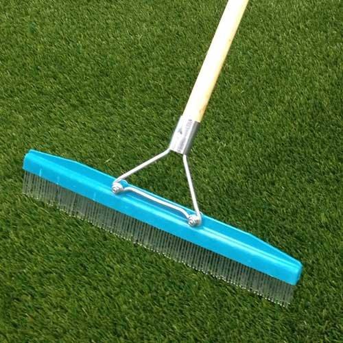mantenimiento de cesped artificial en campos de futbol